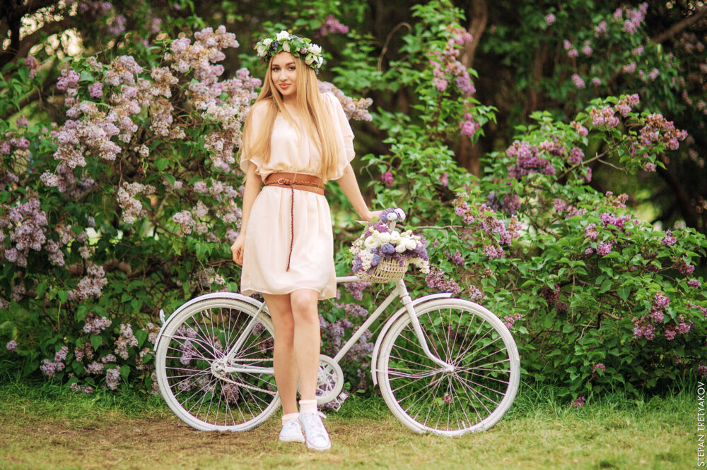 Весенняя София в сиреневом саду